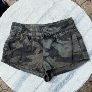 Aritzia TNA Camo Shorts